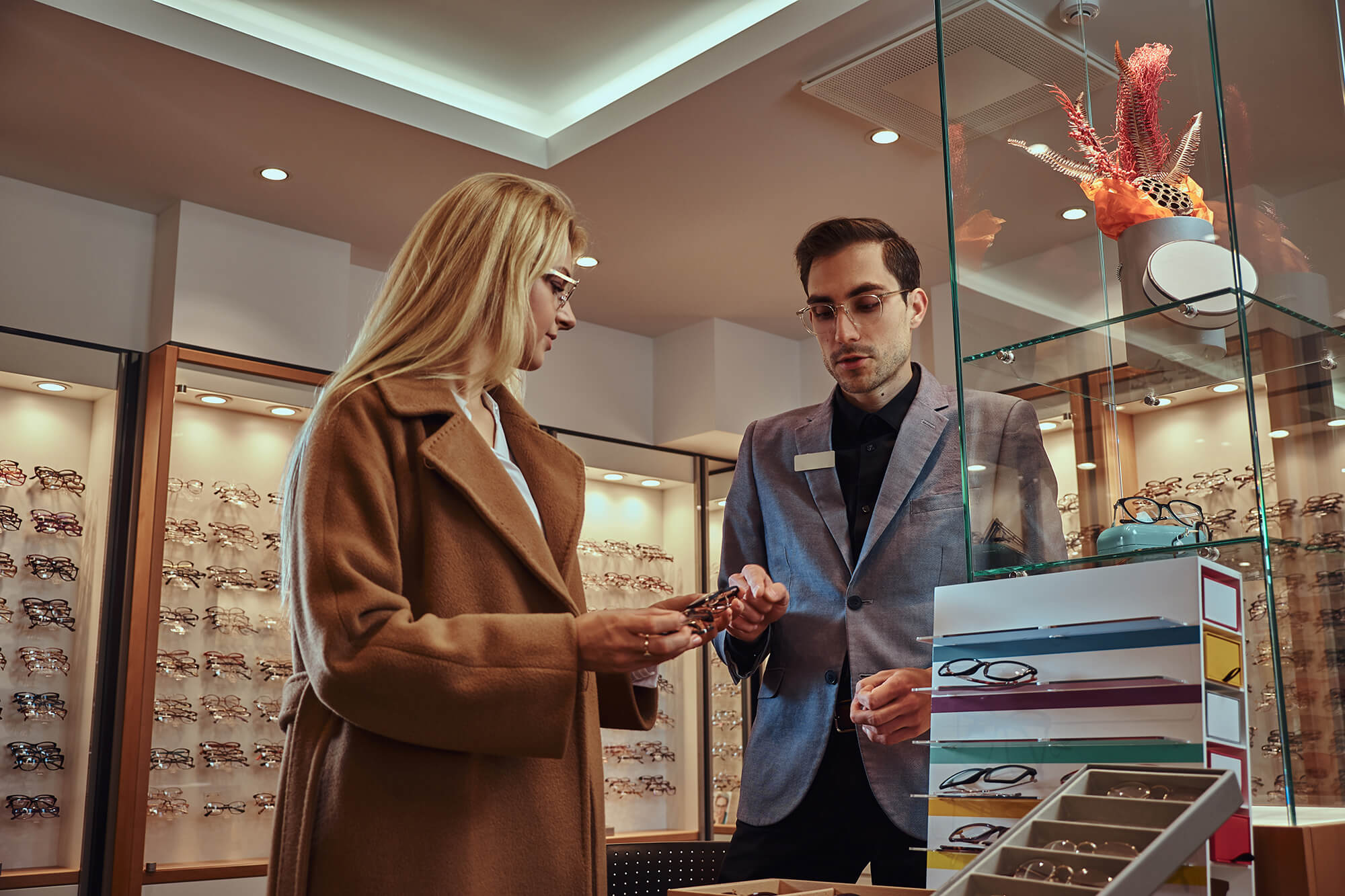 FOUR TIPS FOR CHOOSING THE RIGHT OPTICIAN